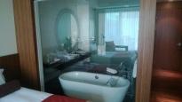 ホテルの無駄な透け具合。