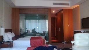 ホテルの無駄に広い部屋。